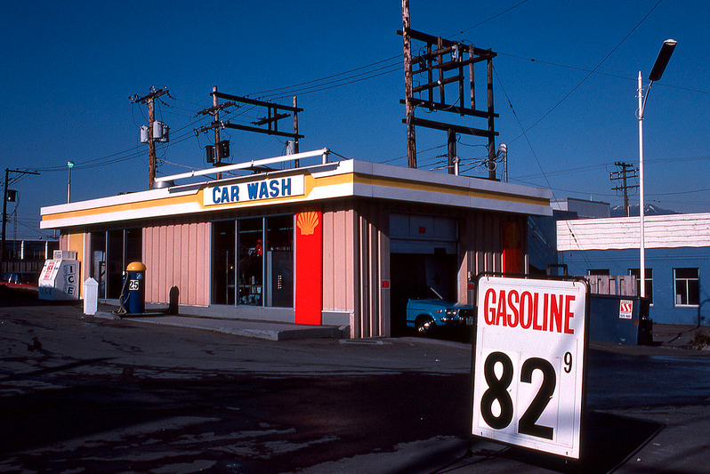 Car Wash Bellevue >> 25 vintage photos of Vancouver in the 1970s | Daily Hive Vancouver