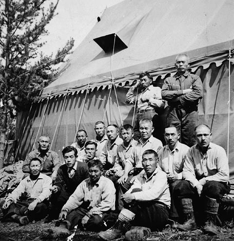 A group of Japanese-Canadians forced to join a workcamp during World War II (Archives Canada)