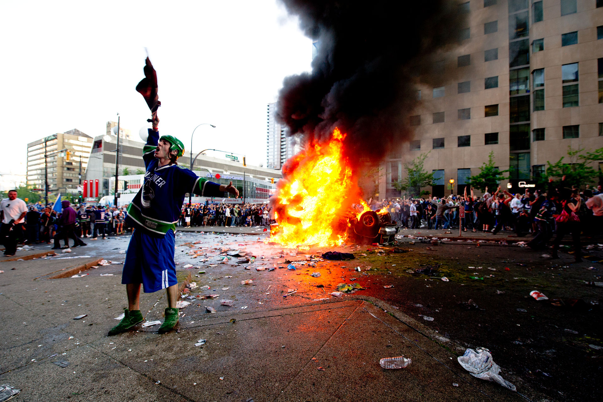 A rioter in downtown Vancouver on June 15, 2011. Image: Wikipedia