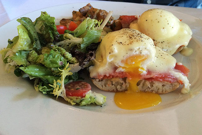 Smoked salmon eggs benedict (Jess Fleming / Daily Hive)