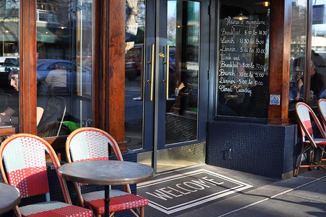 Au Comptoir's exterior (Jess Fleming / Daily Hive)