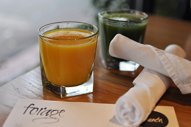 Fresh pre juice and Forage Green Blend (Jess Fleming / Daily Hive)
