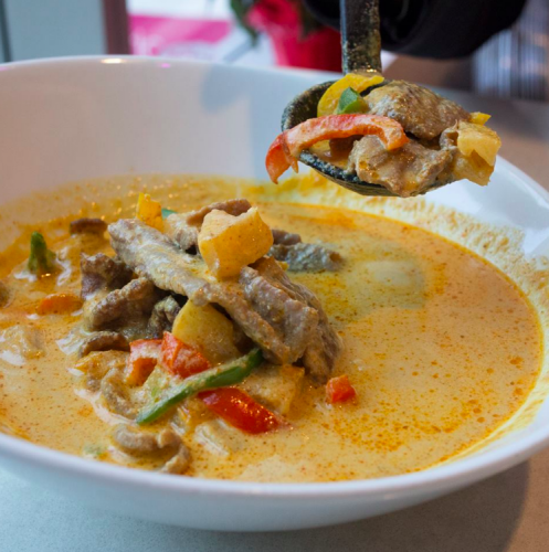 Yellow curry / Pink Thai Elephant