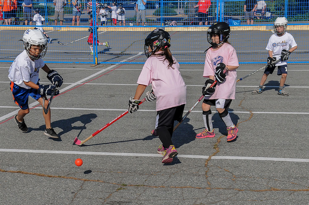 Kids playing street hockey at Hockey Night In Canada's Play On! in 2015 (Play On!)