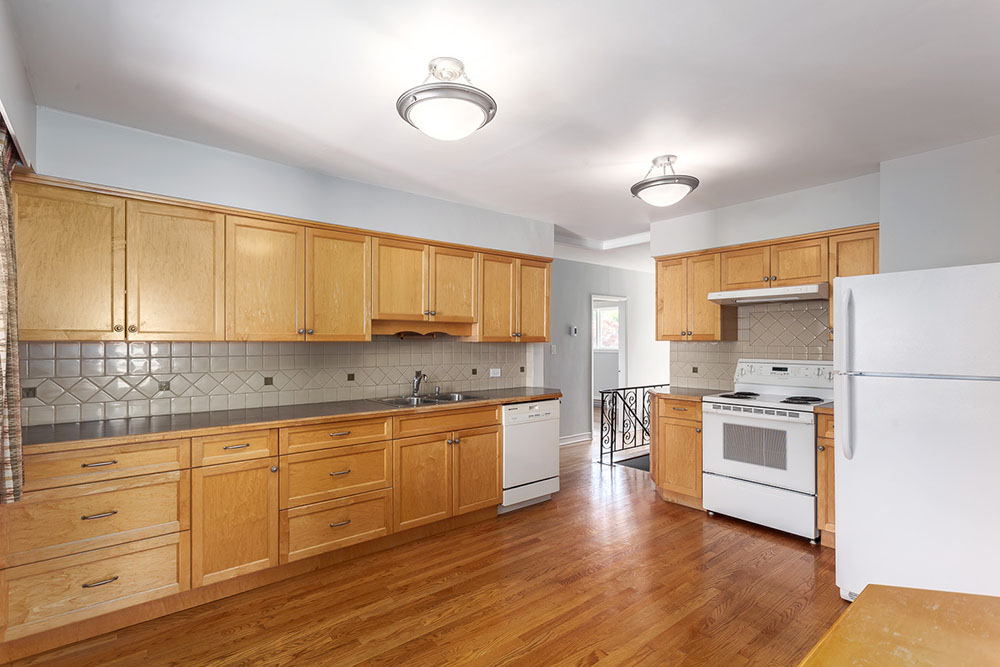 The kitchen at 2348 Oliver Crescent (thecolourofrealestate.com)