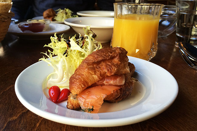 Brunch at Jules (Jess Fleming / Daily Hive)
