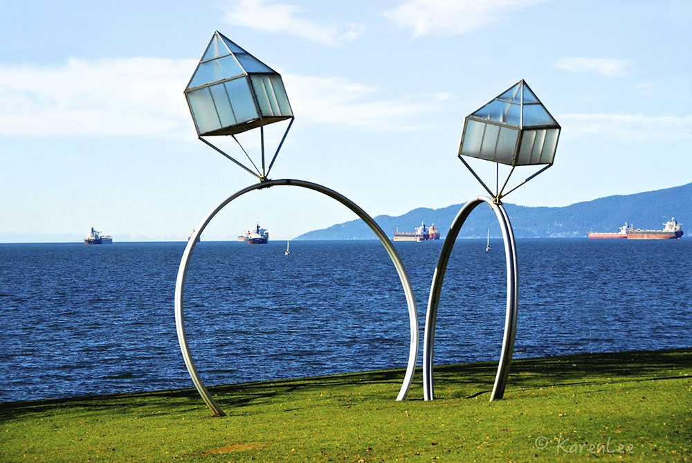 Engagement sculpture on Sunset Beach (Karen Lee Colangelo/Flickr)