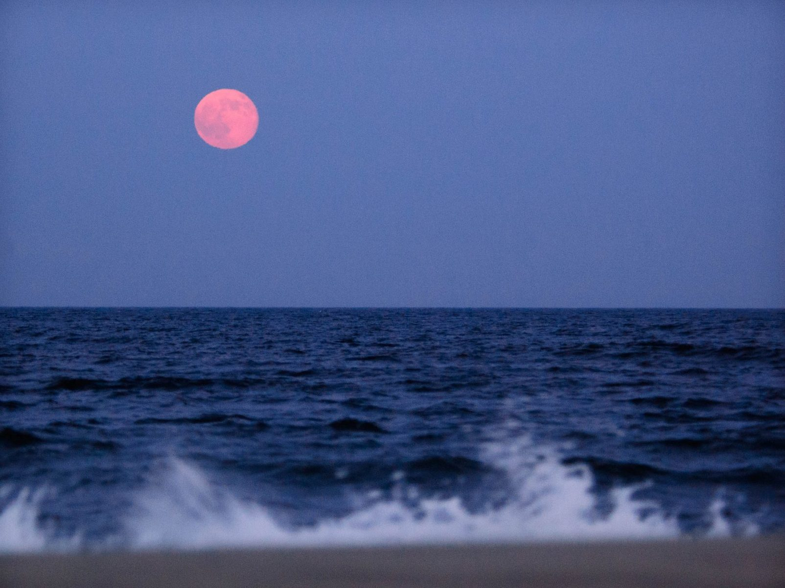 There's going to be a super rare 'strawberry moon' tonight