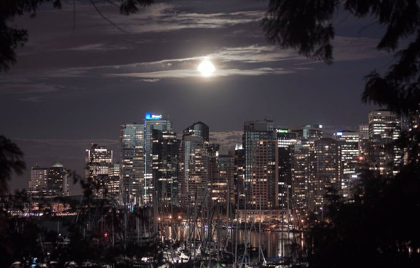 12 photos of the strawberry moon over Vancouver