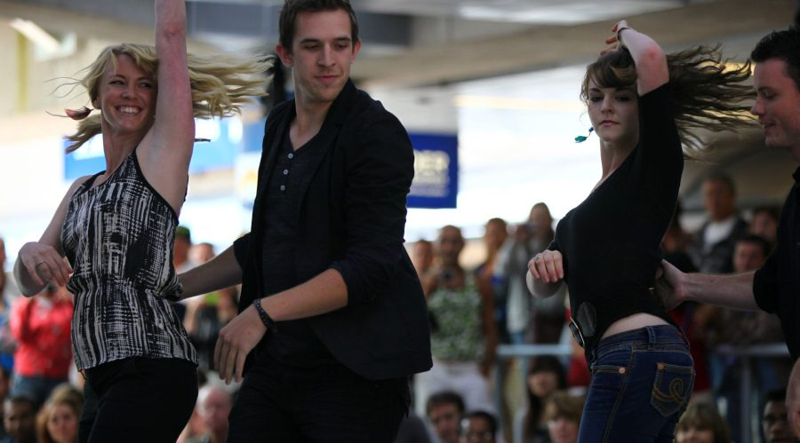 Dancing Robson Square / Flickr