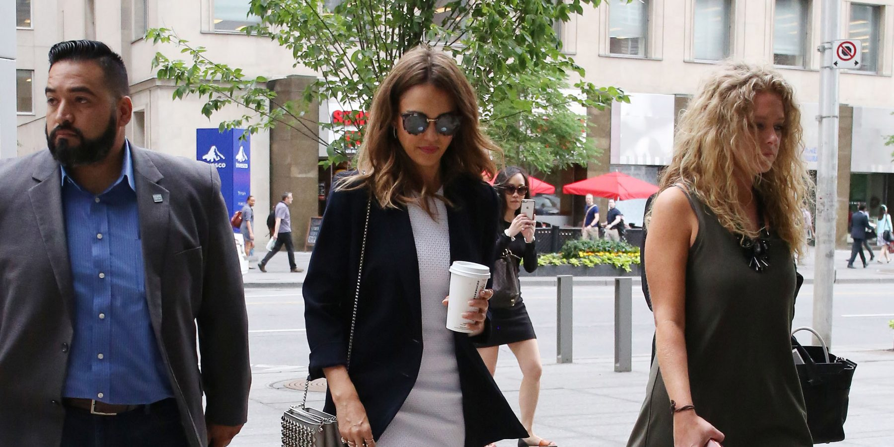 Jessica Alba spotted in Toronto (PHOTOS)