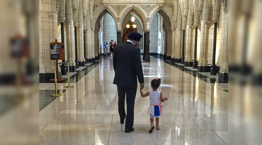 2-year-old fan of Harjit Sajjan gets to meet her hero (VIDEO)