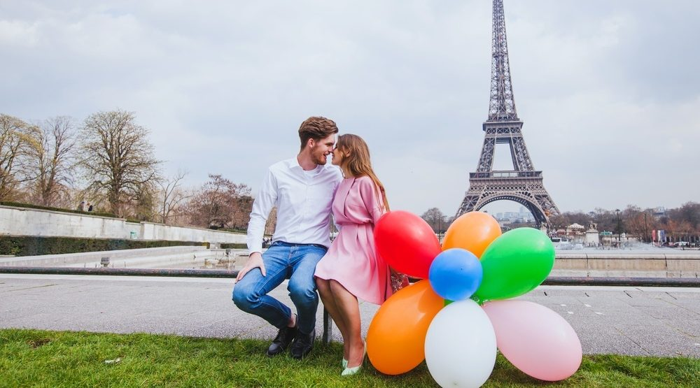 5 engagement shoot props to avoid