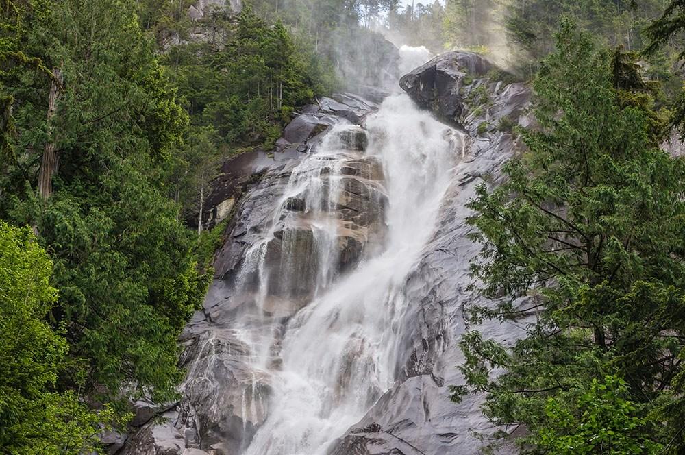 Shannon Falls near Squamish (Parkbus)