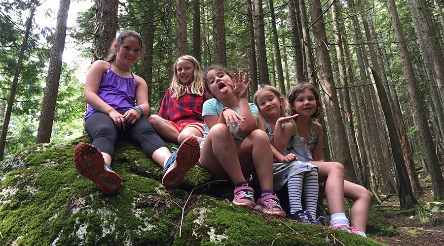 5 little girls help save lost hiker on North Vancouver trail