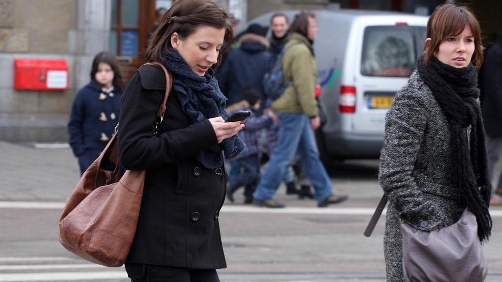 Toronto ban texting and walking