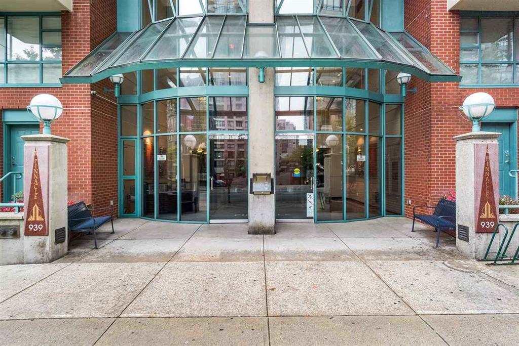 Outside 1705-939 Homer Street (Andrea Nystrom)