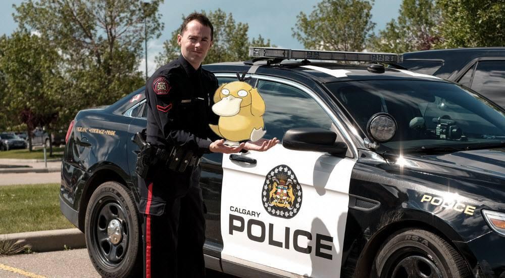 Calgary police playing poke%cc%81mon calgary policefacebook