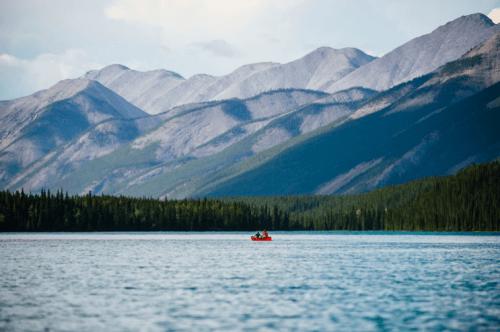 Muncho Lake Provincial Park / Andrew Strain