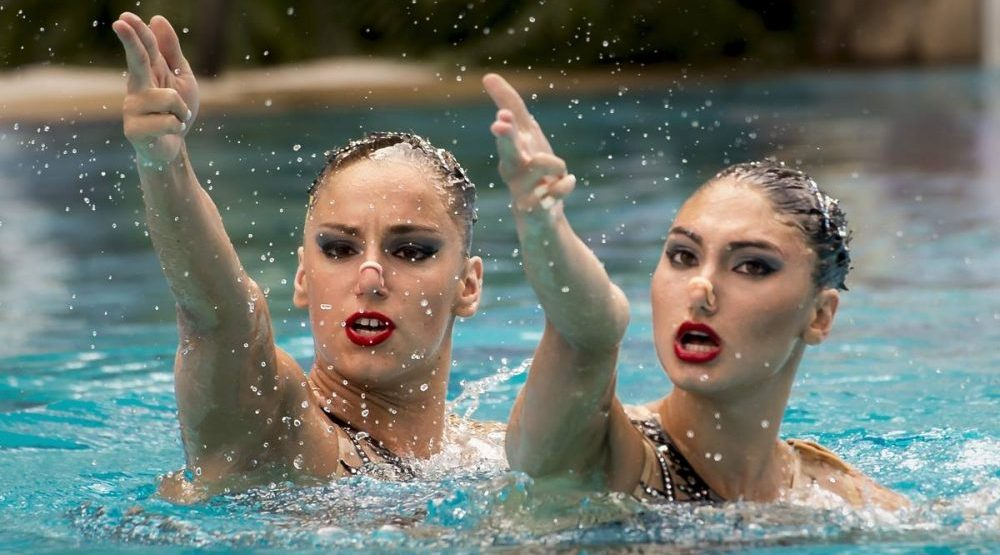 Synchronized swimming e1469474952847