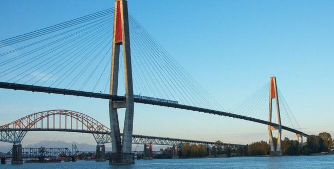 Vancouver bridges/Shutterstock