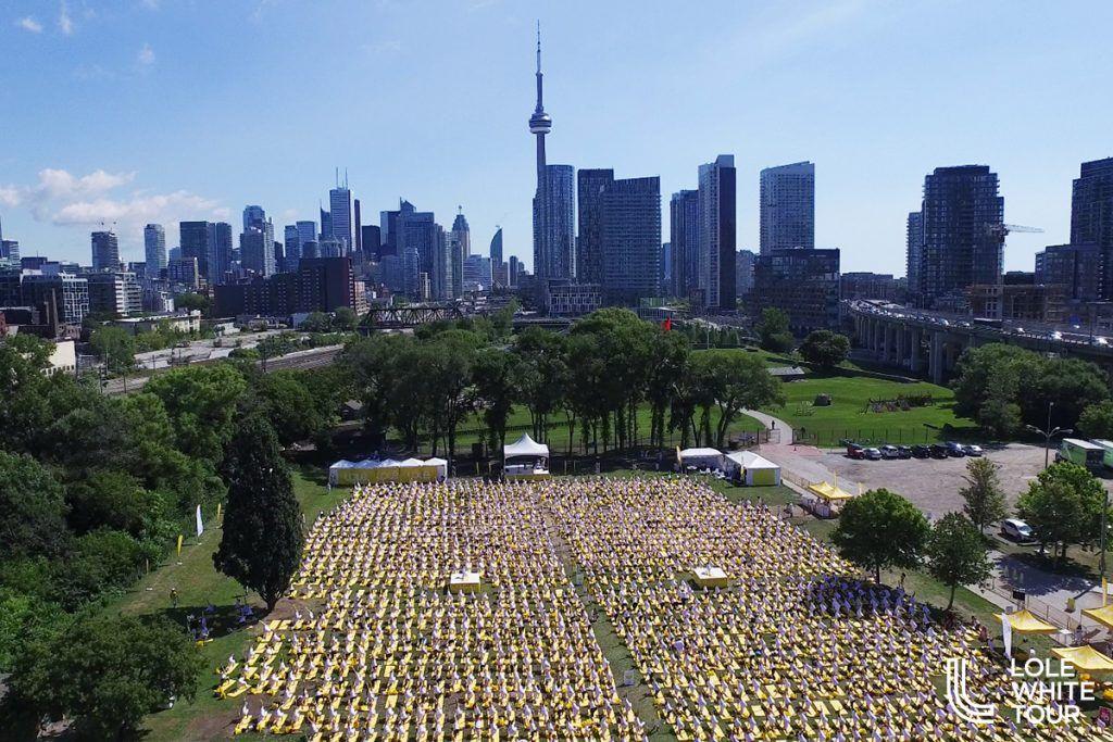 3,000 yogis Toronto