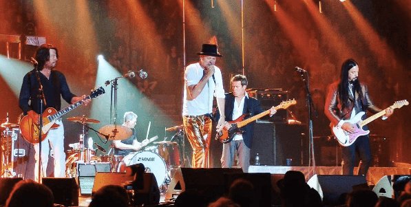 17 photos of the Tragically Hip's last ever concert in Vancouver