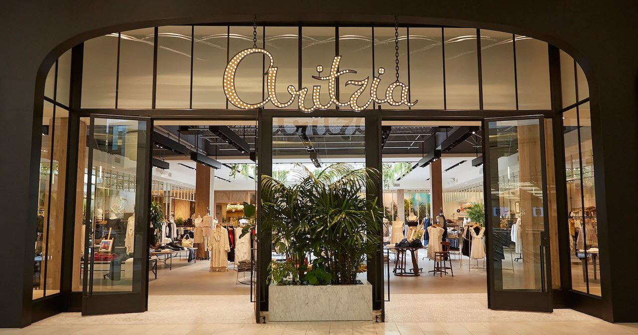 Aritzia 39 s largest ontario boutique is opening at yorkdale for Centre boutique