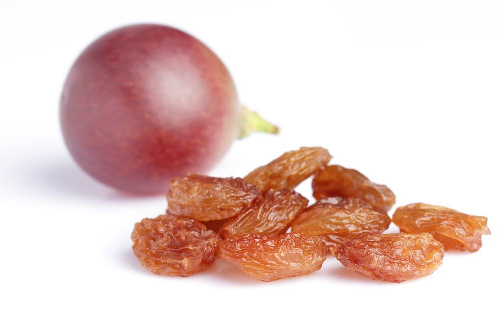 Raisins and grape/Shutterstock
