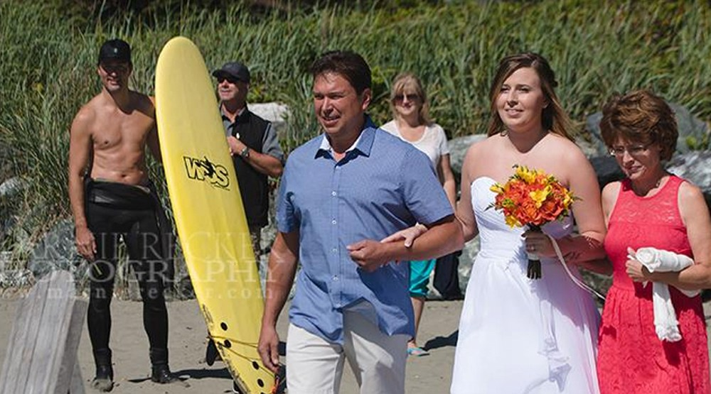 shirtless justin trudeau photo bombs tofino wedding