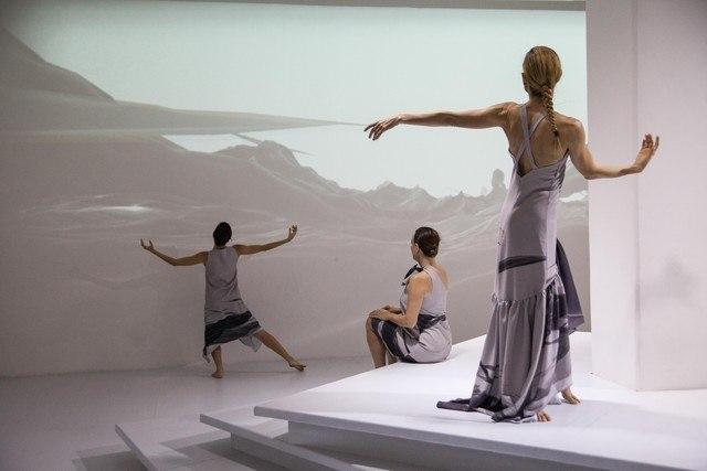 Dancers performing as part of P.O.E.M.A. in Rio (Adriano Fagundes/SFU)