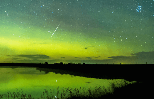 Image: (Harlan Thomas - Northeast of Calgary on Hill Dam) Stars and Constellations / Facebook