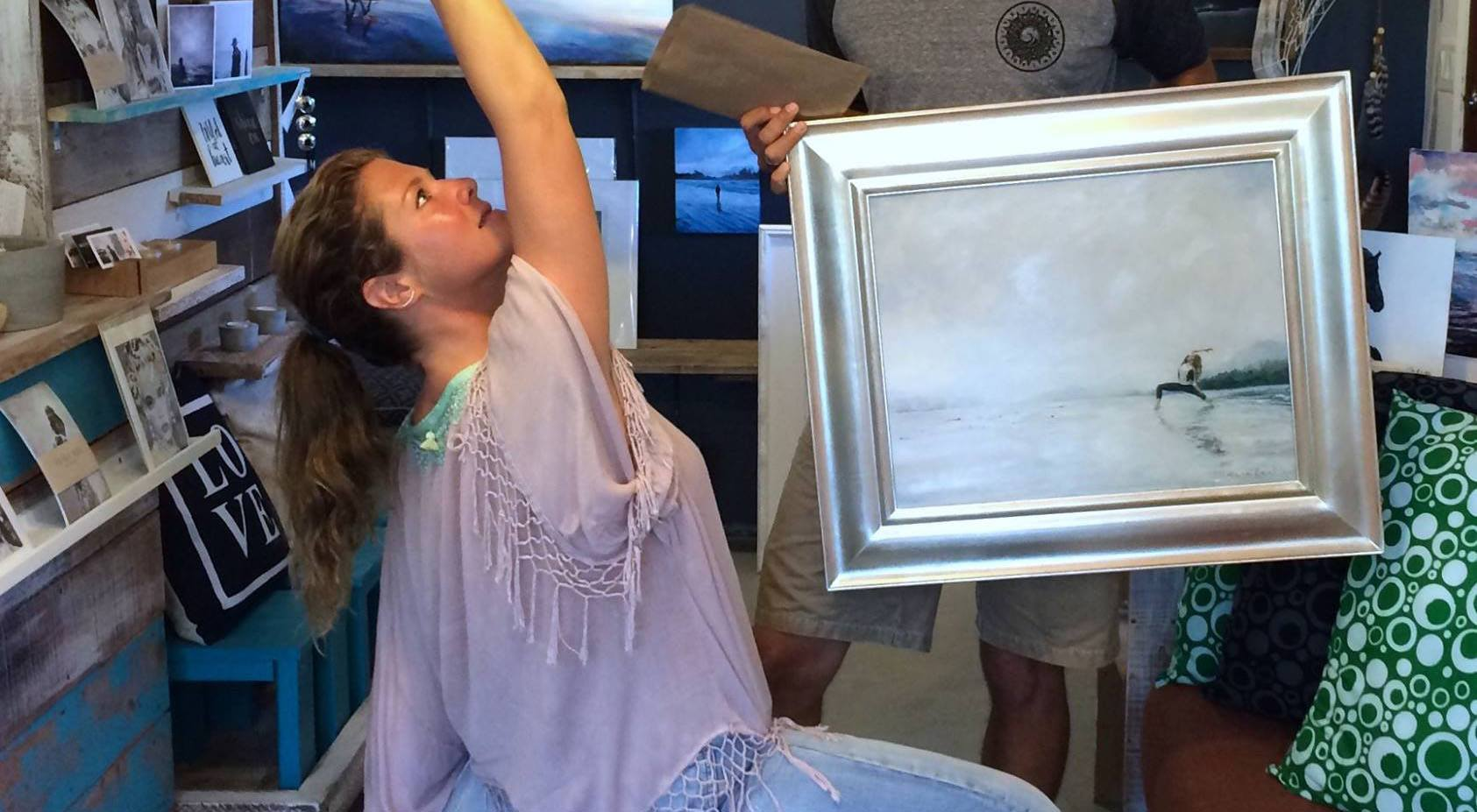 Sophie gregoire trudeau and justin trudeau with the painting of her doing yoga on the beach deanna lankin facebook lead