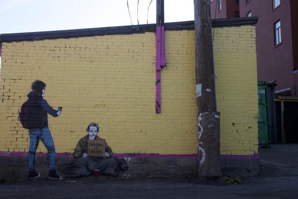 iHeart street art / Daily Hive