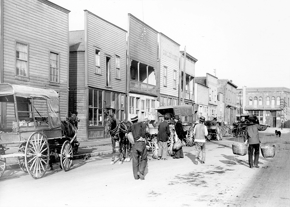 1907: The south side of Pender and Carrall in the middle of Chinatown. (Vancouver Archives)