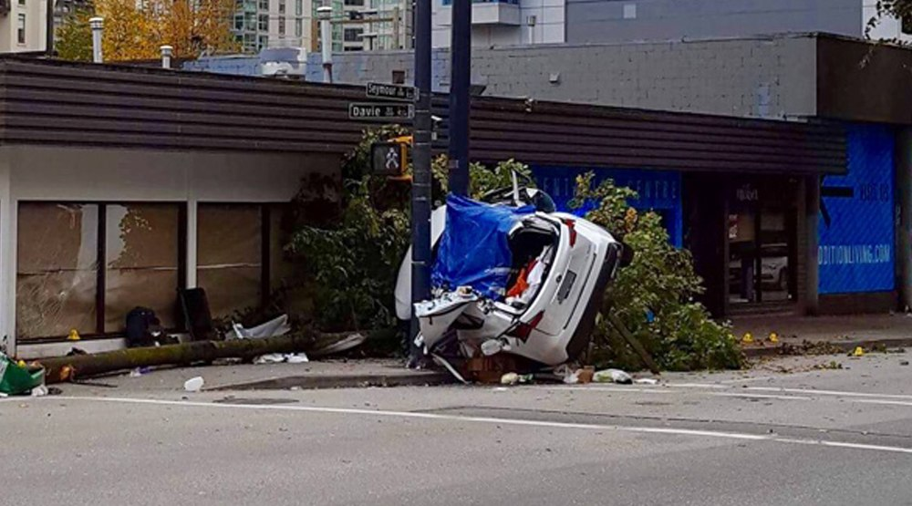Police investigating downtown car accident that killed 2, injured 3