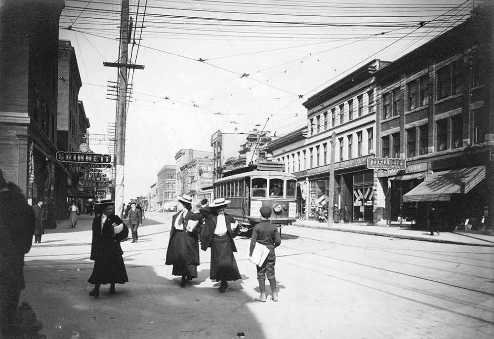 1907: A boy is selling newspapers on Granville and Robson. (Vancouver Archives)