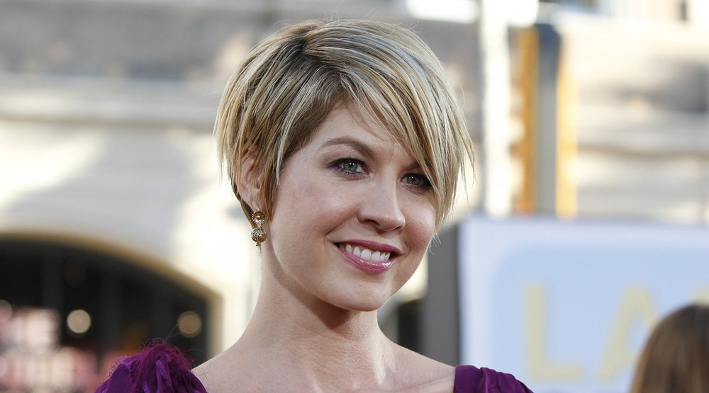 Jenna Elfman arrives at the Premiere of Universal Pictures' 'Larry Crowne' at Grauman's Chinese Theatre on June 27, 2011 in Los Angeles, California (Joe Seer/Shutterstock)