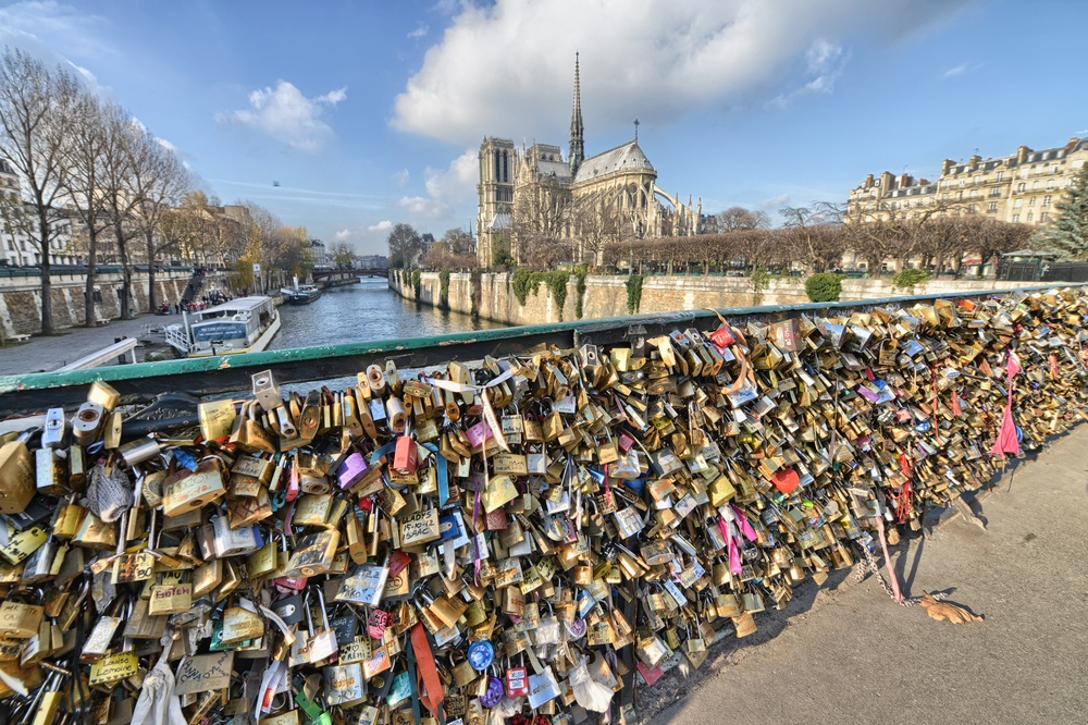 The Pont Des Arts Bridge prior to the removal of the love locks. (pisaphotography / Shutterstock.com)