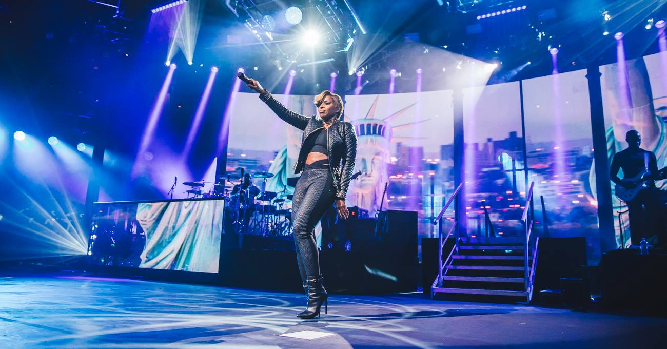 Maxwell and Mary J. Blige are coming to Toronto in November