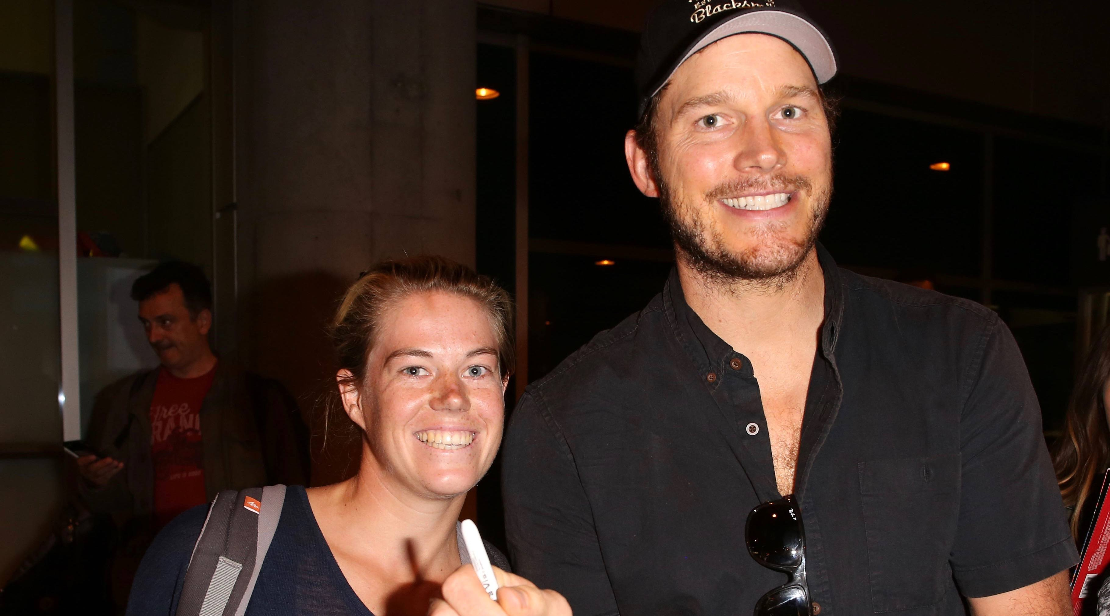 Chris Pratt and other stars arrive in Toronto, are quickly mobbed by fans (PHOTOS)