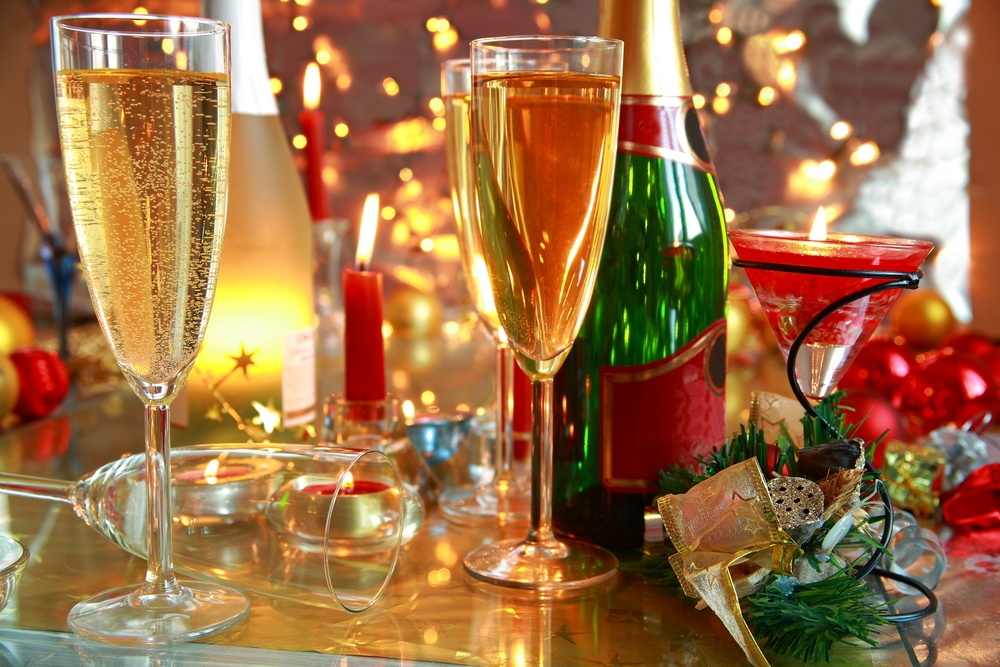Christmas champagne (Andrzej Sowa/Shutterstock)