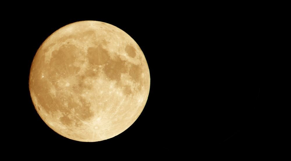 A stunning Harvest Moon is set to rise over Canada this weekend