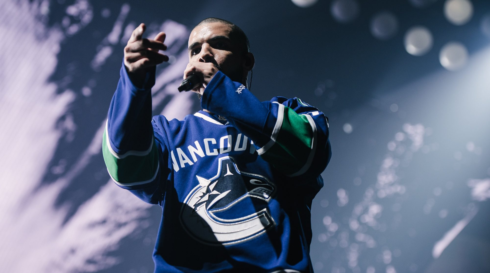 Review: Drake took over Rogers Arena for a dazzling display of his Summer Sixteen Tour (PHOTOS)