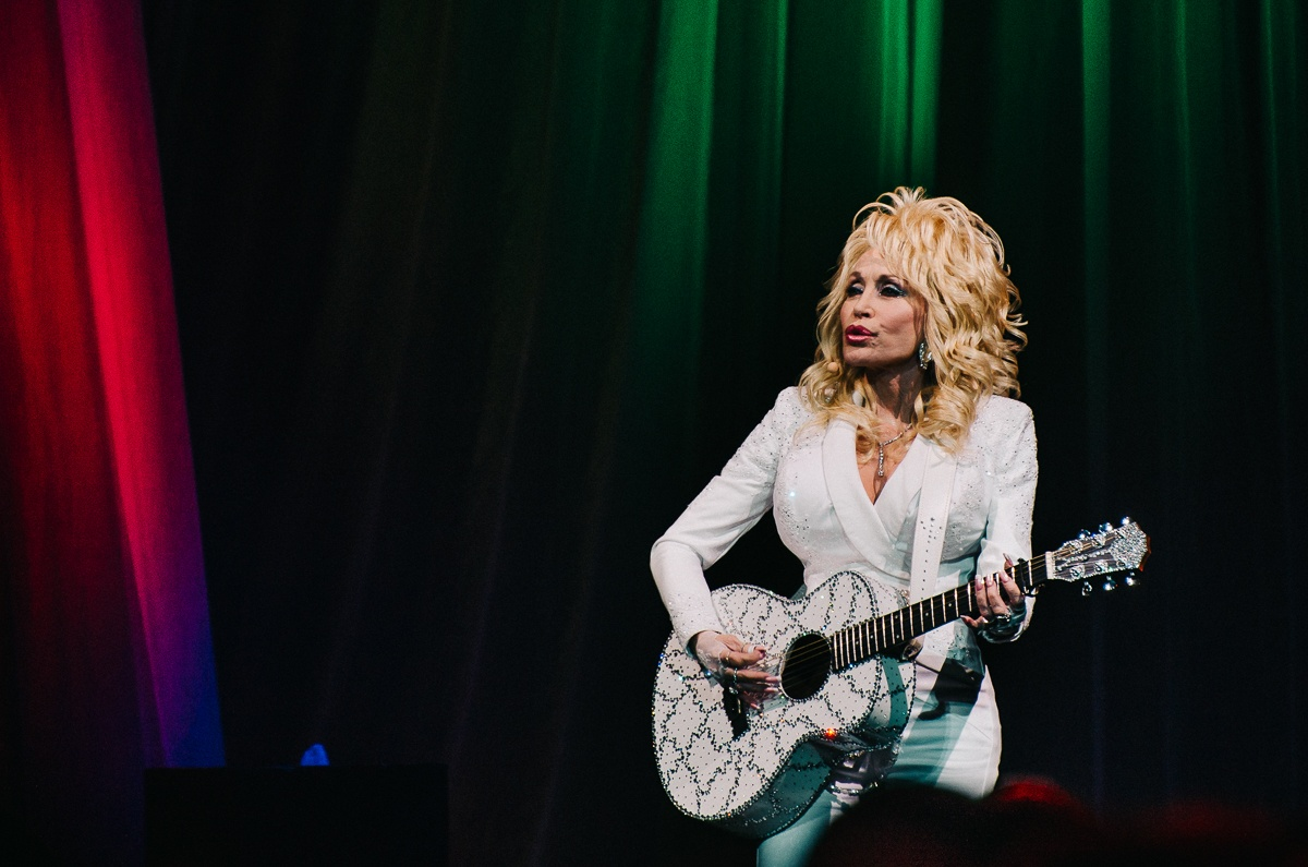 Review: Dolly Parton brings joy, happiness, and love to Vancouver (PHOTOS)