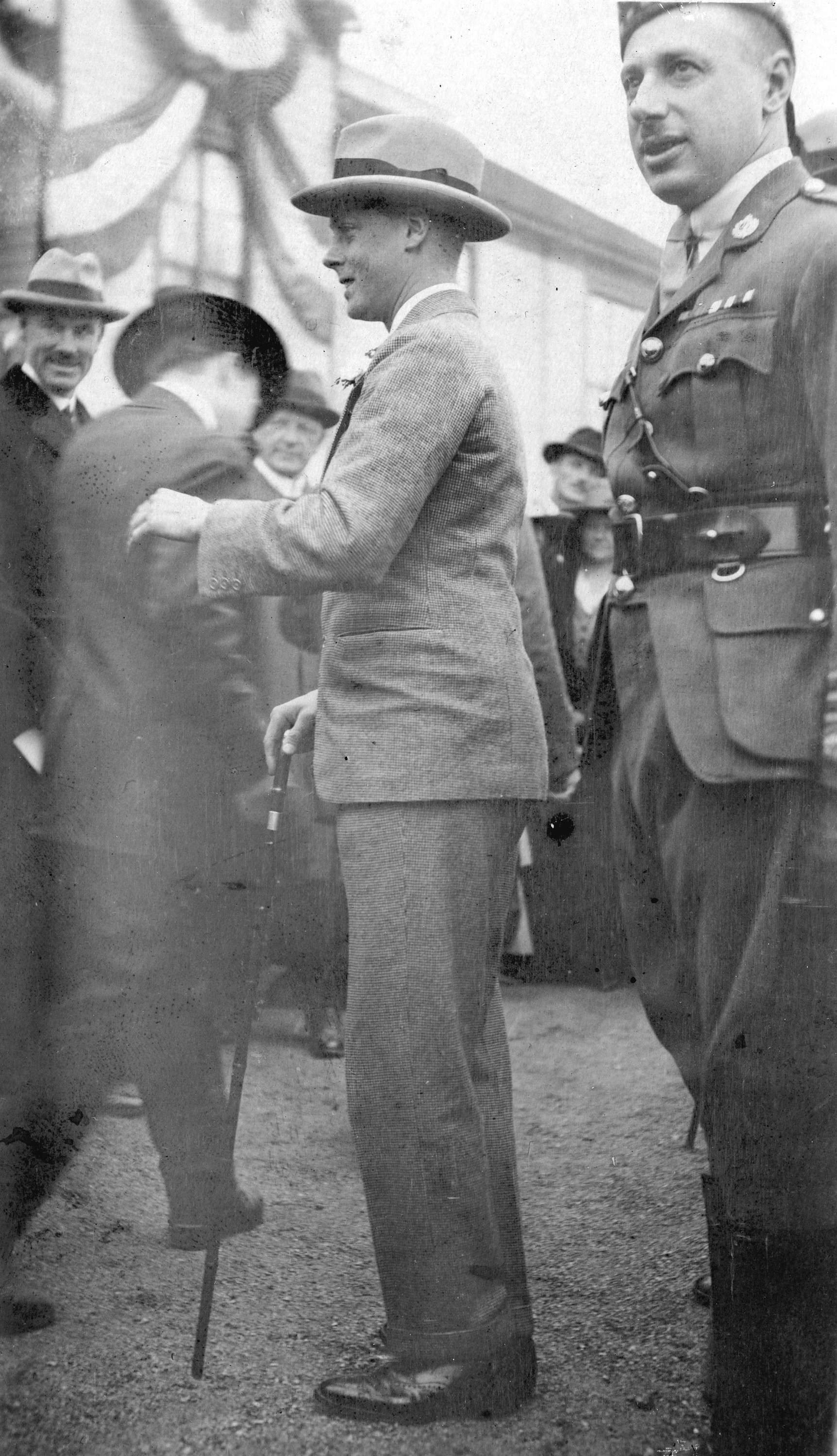 The Prince of Wales (later King Edward VIII) in civilian clothes in Vancouver in 1919 (Public domain)