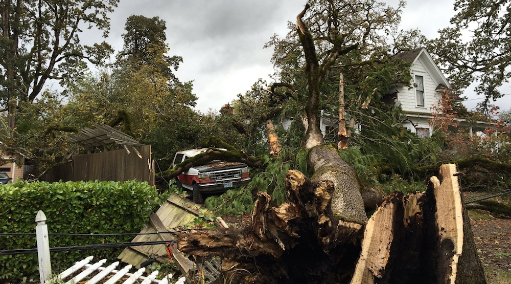 137 km/hr winds recorded in Oregon as typhoon remnant storm sideswipes state (PHOTOS, VIDEOS)