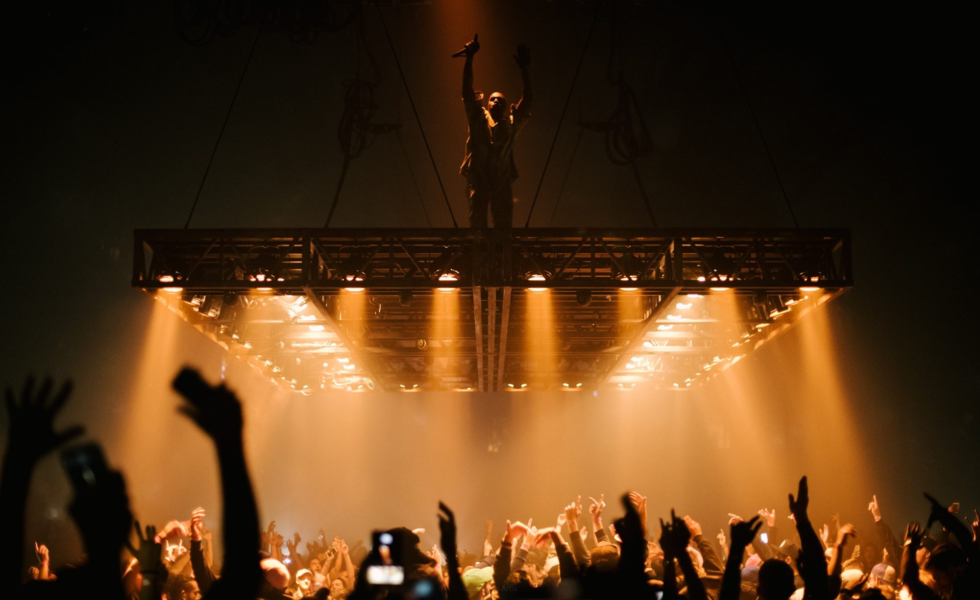 Kanye West floats his way to forgiveness at Vancouver concert (PHOTOS)