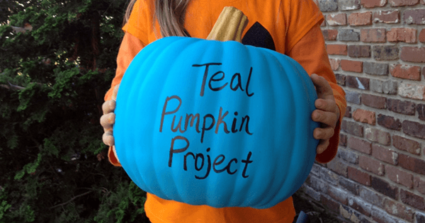 The Teal Pumpkin Project lets kids know you're allergy friendly this Halloween