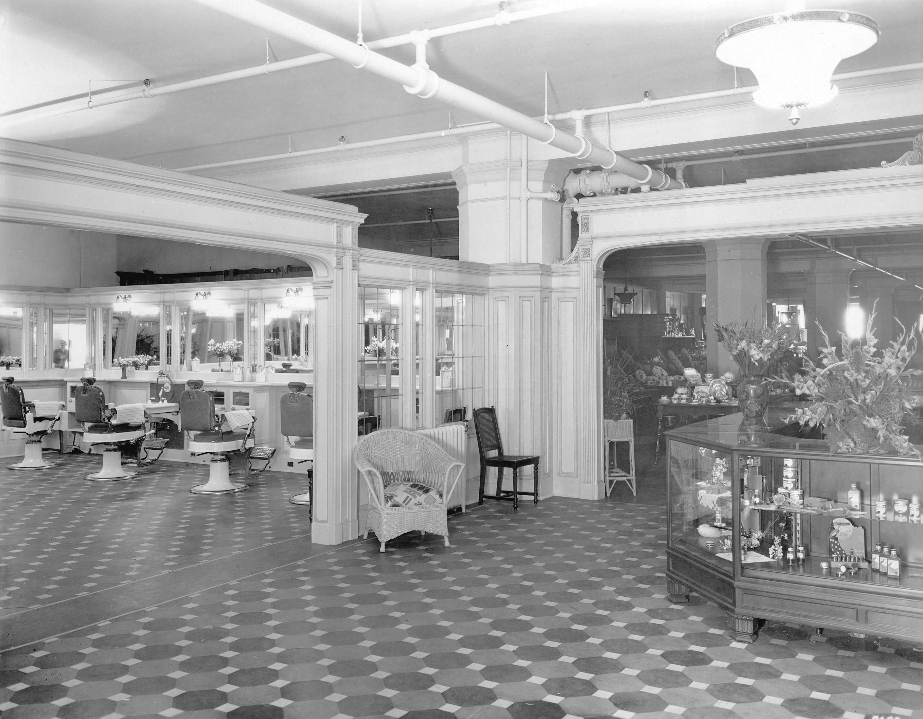 Spencer's Department Store hair salon in the 1930s (Leonard Frank Photos/David Spencer Limited)